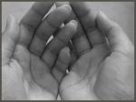 berdoa dengan menegadahkan tangan