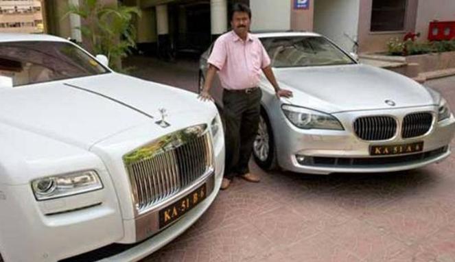 Hebat Tukang Cukur Punya Dua Mobil Mewah